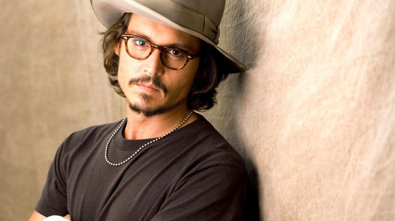 Jhonny Depp wearing a pair of glasses.